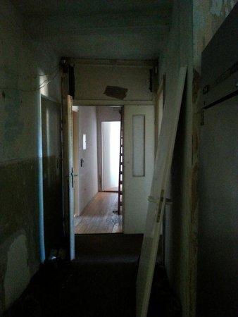 Drei Platanen Haus: Flurbereich vor unserem Zimmer