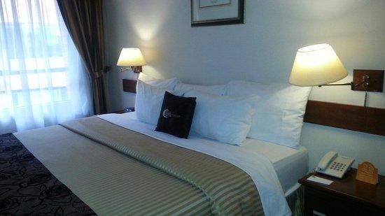 GHL Style Hotel Los Heroes: Quarto do hotel. Excelente! Muito confortável!