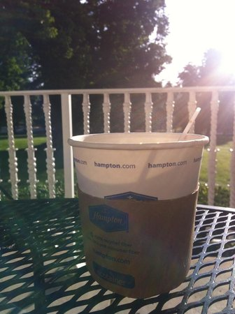 Hampton Inn Lexington - Historic District: No place else I'd rather sip my coffee, but on a sunny porch!