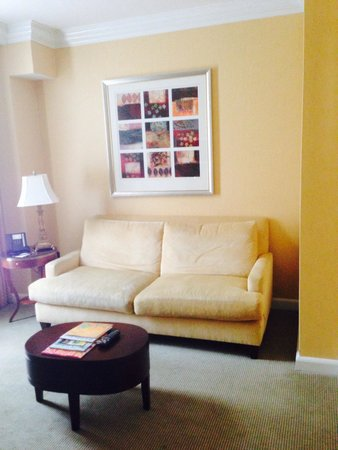 The Ritz-Carlton, Philadelphia : Seating area of Jr Suite