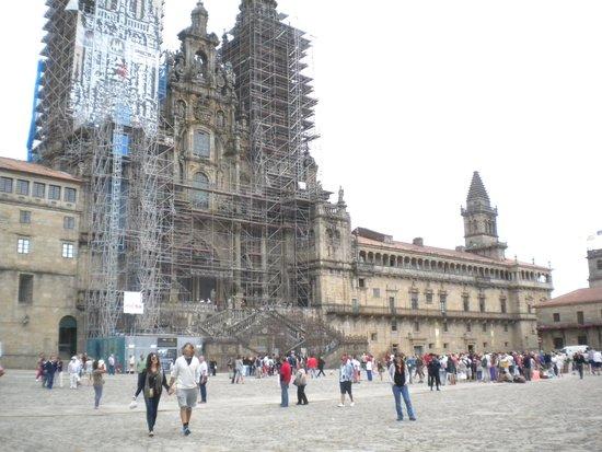 Cathédrale de Saint-Jacques-de-Compostelle : Catedral y Palacio de Xelmirez en Praza do Obradoiro