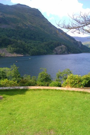 YHA Snowdon Bryn Gwynant: The view from the lounge, garden & dining room