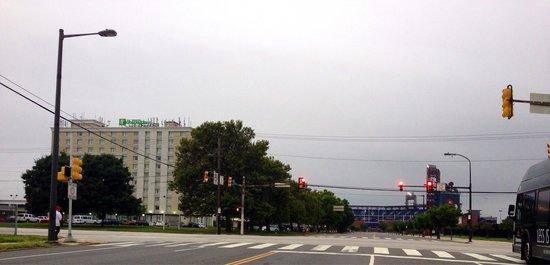 Holiday Inn Philadelphia Stadium: Hotel and stadium
