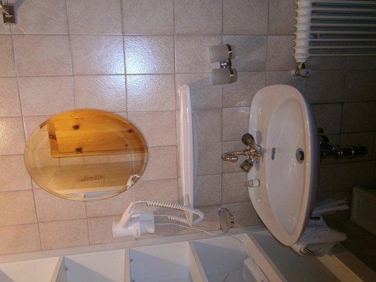 Appartment Bergheim: Salle de bains n°1 équipée d'une douche et d'un wc