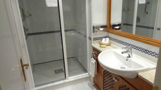 Marriott's Marbella Beach Resort: 3-Bedroom Apartment – Bathroom in the 2nd Bedroom