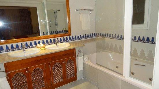 Marriott's Marbella Beach Resort: Bathroom