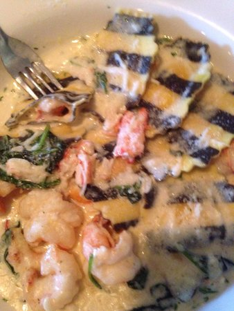 Runners Seafood Restaurant and Market: Special for the night Lobster Ravioli with spinach and crab cream sauce.