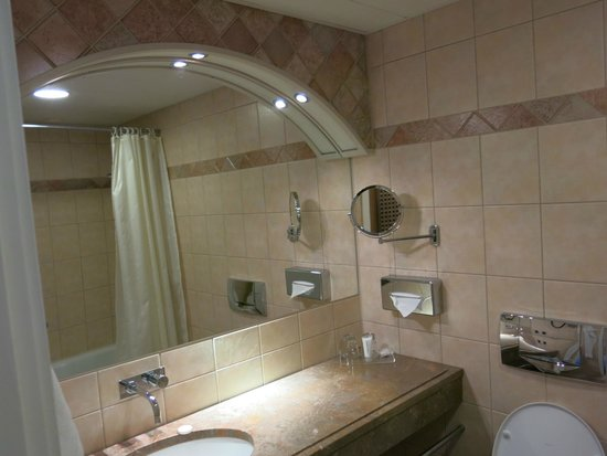 Copenhagen Admiral Hotel: Bathroom, room 367