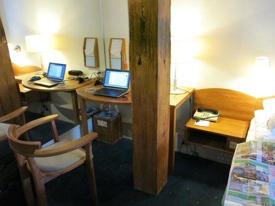 Copenhagen Admiral Hotel: Workdesk - small but functional