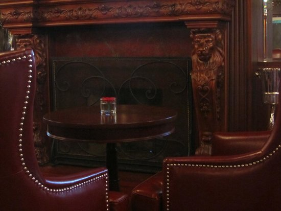 Prince of Wales: Churchill Lounge