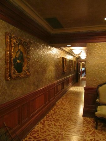 Prince of Wales: Hallway
