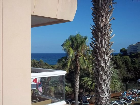 Tropic Garden Aparthotel: vu de la chambre sur la mer