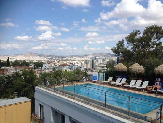 Electra Palace Athens: View from of the pool from the restaurant