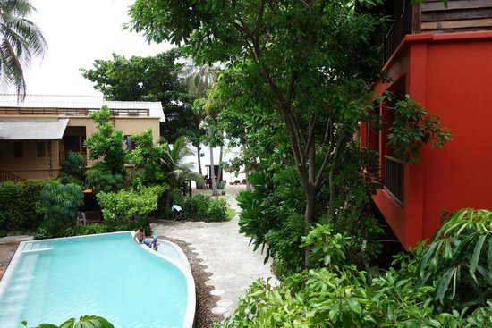 Buri Rasa Koh Phangan: Blick zum Pool