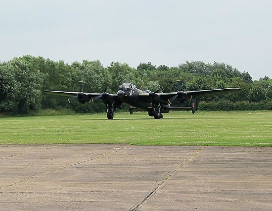 Lincolnshire Aviation Heritage Centre: Lancaster taxying