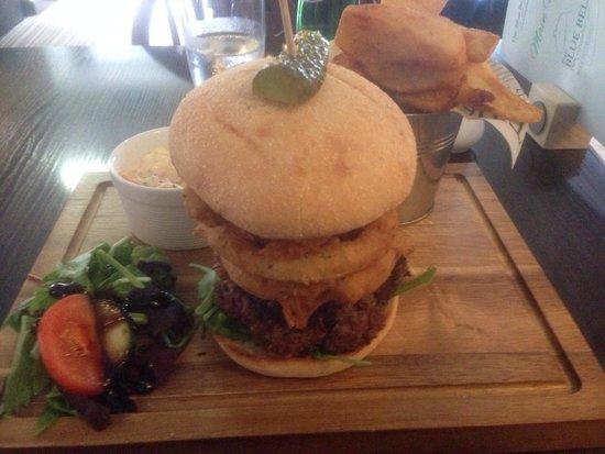 The Blue Bell Inn: Great burger!