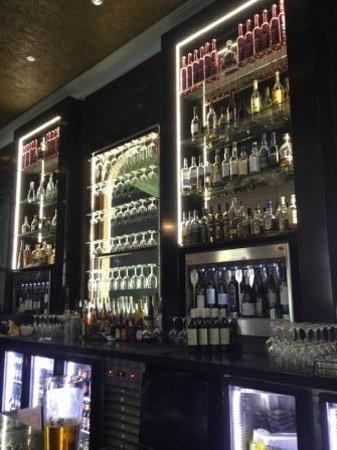 Moo Moo The Wine Bar + Grill : Bar
