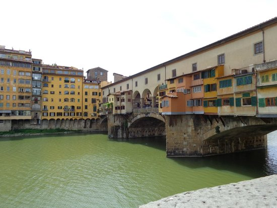 Ponte Vecchio : view from street