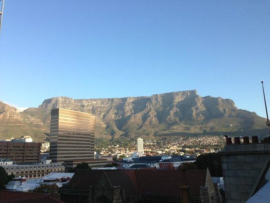 Mandela Rhodes Place Hotel: View of the table mountain from the hotel terrace