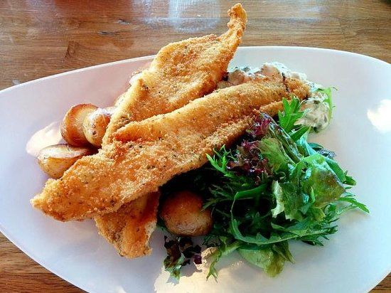 Crannog Seafood Restaurant: Beer-Battered Haddock fillet with sauteed potatoes and remoulade