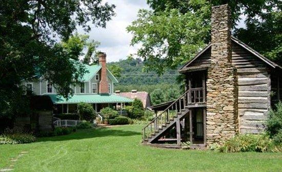 The Mast Farm Inn : Picture of the Original Cabin and Mast Farm Home