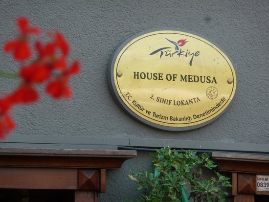 House of Medusa : look for their sign!