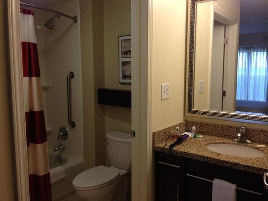 Residence Inn Charlotte Concord: One of the bathrooms