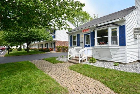 Americas Best Value Inn & Cottages : Office