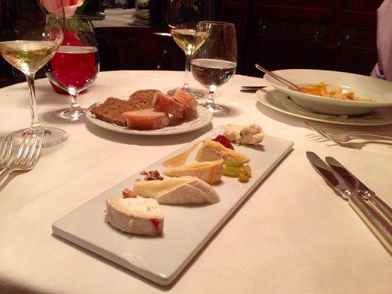 Zum Schwarzen Kameel: Delicious Cheese plate