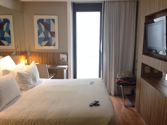 Pestana Rio Atlantica Hotel: Double Deluxe room with partial view.