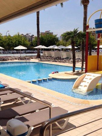 Hotel RH Bayren Parc: Que tranquila esta la piscina en la siesta.