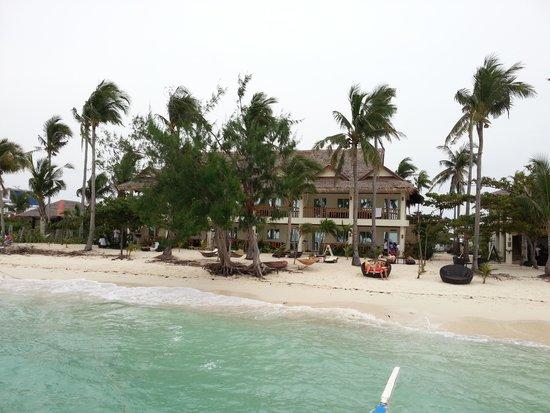 Ocean Vida Beach & Dive Resort: Ocean Vida from the water