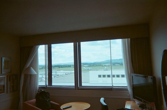 Holiday Inn Glasgow Airport: Plane just taking off, with view from # 719.