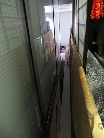 Doma Hostel : The room just above the reception/breakfast room has no real wall or floor. No privacy and noisy