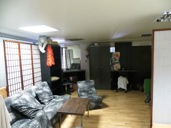 Doma Hostel : The folding wall, mirrow, loose door and so on, are the only