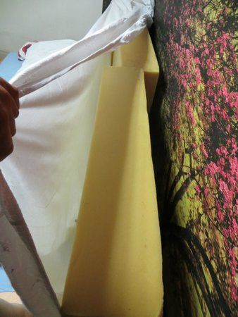 Doma Hostel : My bed was two 1x1m foam madresses with a sheet around it. Very uncomfortable.