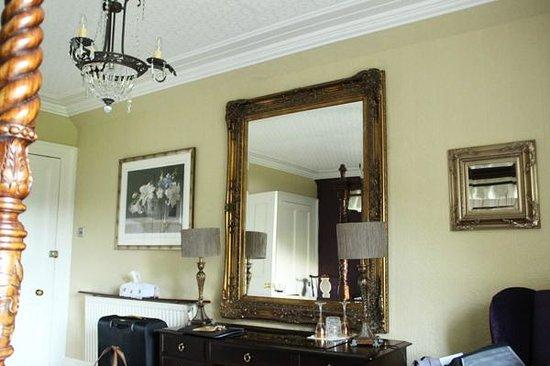 Glebe Country House Tarbet: Four-poster Bedroom