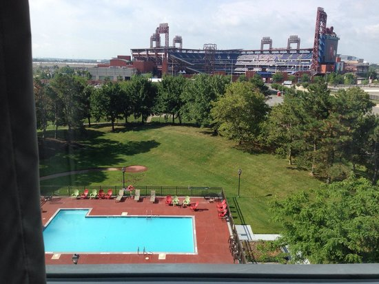 Holiday Inn Philadelphia Stadium: View from room 619.. But room 622 has a larger bathroom and the same view