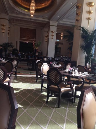 The Peninsula Chicago: Breakfast lobby