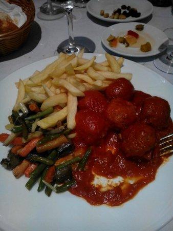 Hostal Jeni: Cena,menù del dia, un  secondo piatto