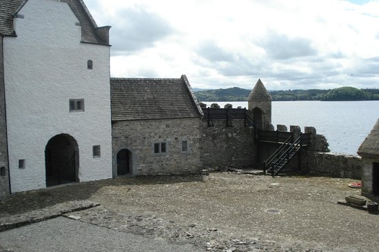 Parke's Castle: Inside the castle courtyard overlooking Lough Gill