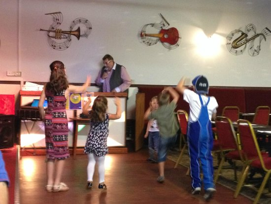 Eastern Beach Caravan Park: Steve Sumo entertaining the kids