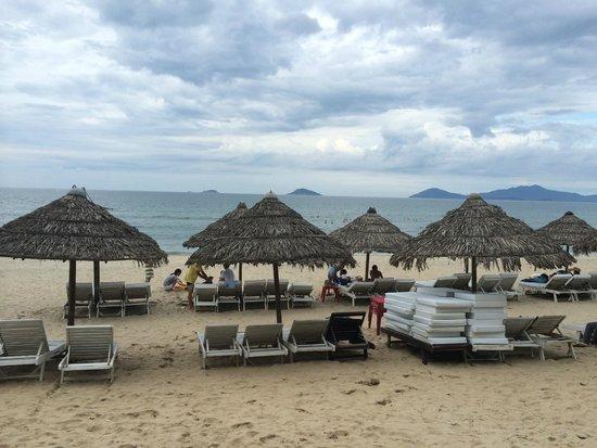 Cua Dai Beach: relaxing beach lounges