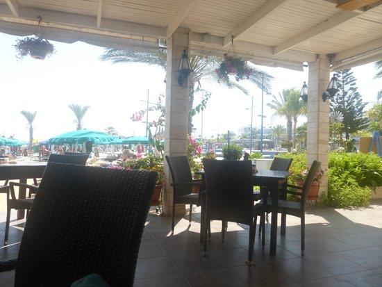 Karousos Beach Restaurant: интерьер