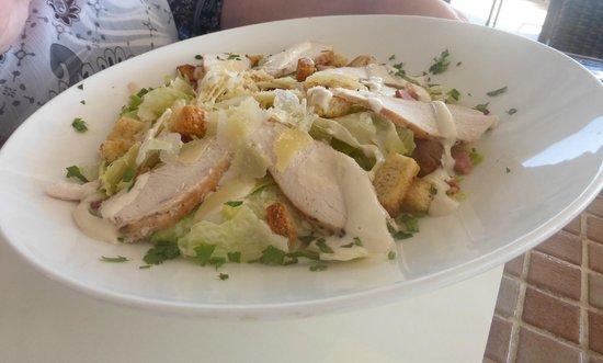 Karousos Beach Restaurant: салат цезарь