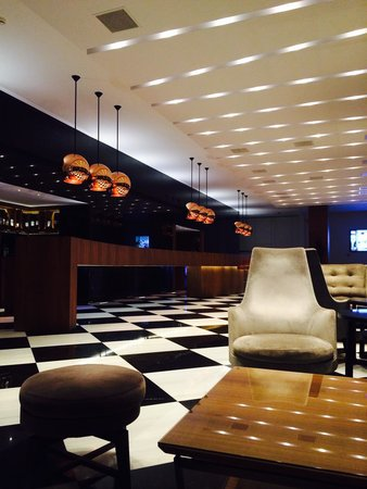 AQUILA Atlantis Hotel : Large reception bar area