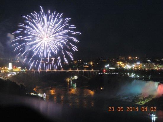 Niagara Falls Marriott Fallsview Hotel & Spa: Fireworks over Niagara Falls
