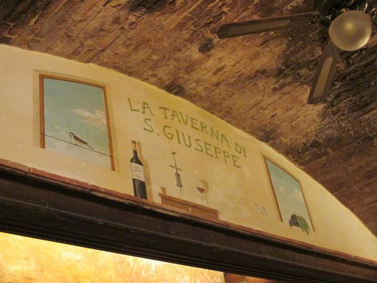La Taverna di San Giuseppe: Great location