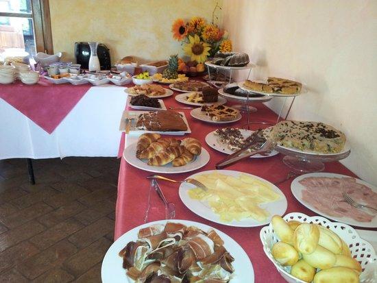 Borgo Casato : tavolo prima colazione
