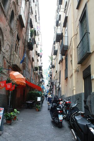 Hotel Ideal : Tipicaly Naples streets; narrow streets; dry the laundry on balconies